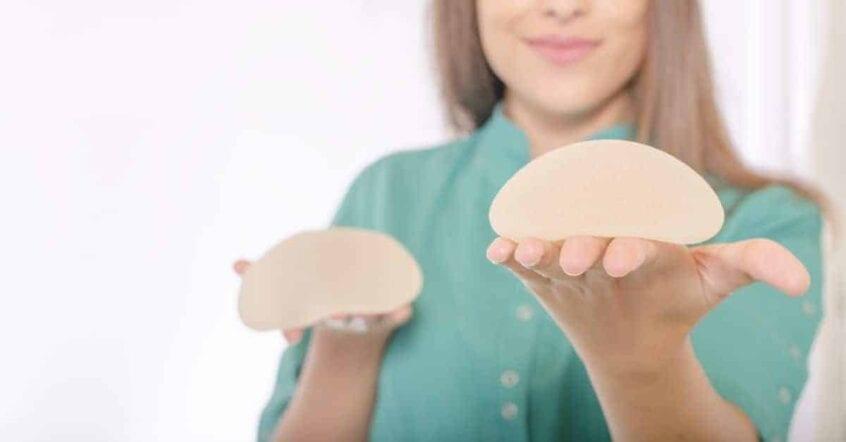 cum alegi implantul mamar