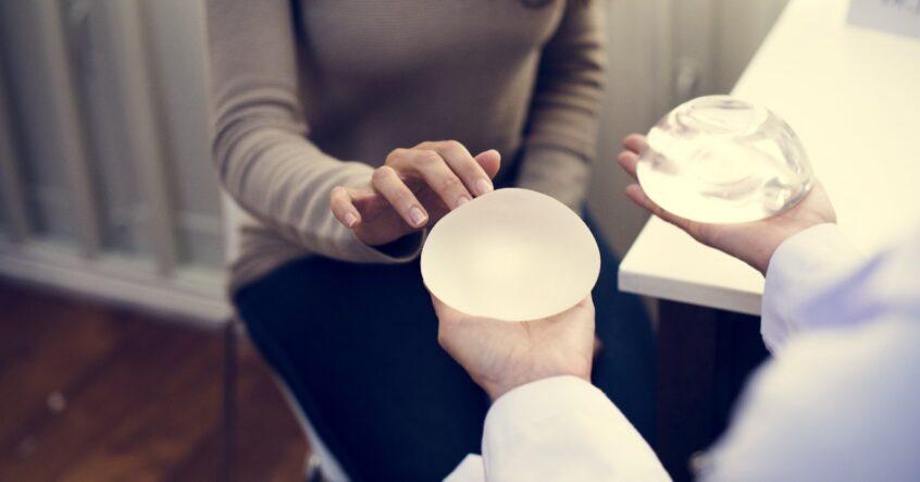 operație-estetică-mărire-sâni